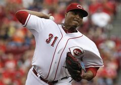 FILE - This Aug. 9, 2014 file photo shows Cincinnati Reds starting pitcher Alfredo Simon pitchinf against the Miami Marlins in the first inning of a baseball game in Cincinnati. A woman who accused Simon of sexual assault should have to publicly identify herself, his lawyer said Tuesday, though the woman has said she fears being harassed or hurt by Simon's fans. Prosecutors in the District of Columbia decided not to bring criminal charges after an investigation, lawyers for both sides have said, but in April the woman filed a civil lawsuit seeking $15 million. (AP Photo/Al Behrman, File)