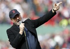 Neil Diamond sings '