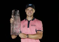 Martin Kaymer of Germany, holds The Players championship trophy at TPC Sawgrass, Sunday, May 11, 2014 in Ponte Vedra Beach, Fla. (AP Photo/John Raoux)