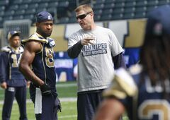 Winnipeg Blue Bombers head coach Mike O'Shea goes over the plan with receiver Cory Watson at Wednesday's workout.