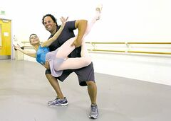 Former major leaguer Mike Piazza poses with principal dancer Patricia Delgado.