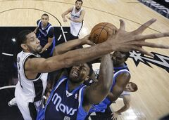 Dallas Mavericks' Jae Crowder (9) looks to the basket as San Antonio Spurs' Tim Duncan, left, defends during the first half on an NBA basketball game, Wednesday, Jan. 8, 2014, in San Antonio. (AP Photo/Eric Gay)