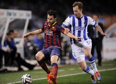 FC Barcelona's Francesc Fabregas, left , tries to control the ball in front with Real Sociedad's David Zurutuza, during their Spanish Copa del Rey semifinal second leg soccer match, at Anoeta stadium, in San Sebastian northern Spain, Wednesday, Feb. 12, 2014. (AP Photo/Alvaro Barrientos)