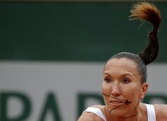 Serbia's Jelena Jankovic returns the ball to Canada's Sharon Fichman during the first round match of the French Open tennis tournament at the Roland Garros stadium, in Paris, France, Tuesday, May 27, 2014. (AP Photo/Michel Euler)
