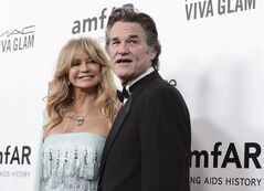 Actress and honoree , left, and her husband, actor Kurt Russell and wife Goldie Hawn are pictured, Dec. 12, 2013 in Los Angeles. THE CANADIAN PRESS/AP, Dan Steinberg/Invision