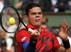 Canada's Milos Raonic returns the ball to Serbia's Novak Djokovic during their quarterfinal match of the French Open tennis tournament at the Roland Garros stadium, in Paris, France, Tuesday, June 3, 2014. (AP Photo/Michel Spingler)