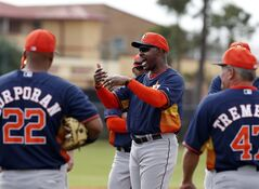 Houston Astros manager Bo Porter, center, talks to his team during a spring training baseball workout, Friday, Feb. 21, 2014, in Kissimmee, Fla. (AP Photo/Alex Brandon)