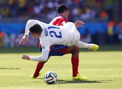 England's Ross Barkley, right, is fouled by Costa Rica's Giancarlo Gonzalez during the group D World Cup soccer match between Costa Rica and England at the Mineirao Stadium in Belo Horizonte, Brazil, Tuesday, June 24, 2014. (AP Photo/Jon Super)