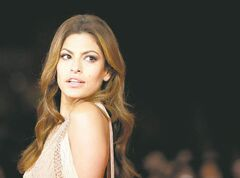 Actress Eva Mendes poses on the red carpet as she arrives to attend the screening of the movie