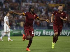 Roma's Gervinho, left, celebrates with his teammate Francesco Totti after scoring his side's second goal during a Champions League, Group E soccer match between Roma and CSKA, at the Olympic stadium, in Rome, Wednesday, Sept. 17, 2014. (AP Photo/Alessandra Tarantino)