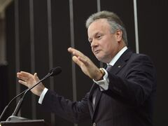 Bank of Canada governor Stephen Poloz gestures during a speech in Drummondville, Que. on Tuesday Sept. 16, 2014. THE CANADIAN PRESS/Ryan Remiorz