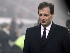 AC Milan's coach Massimiliano Allegri looks down on Sunday against Sassuolo. THE CANADIAN PRESS/AP, Davide Spada, Lapresse