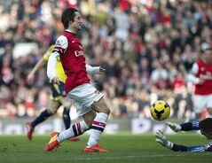 Arsenal's Tomas Rosicky, scores past Sunderland's Jordan Pickford, during their English Premier League soccer match, at Emirates Stadium, in London, Saturday, Feb. 22, 2014. (AP Photo/Bogdan Maran)