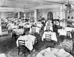 Winnipeggers could dine in style at The Bay�s Georgian Room.