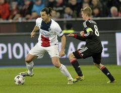 Leverkusen's Lars Bender, right, and PSG's Zlatan Ibrahimovic challenge for the ball during a Champions League round of the last 16 first leg soccer match between Bayer Leverkusen and Paris Saint-Germain in Leverkusen, Germany, Tuesday Feb. 18, 2014. (AP Photo/Martin Meissner)