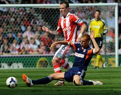 Stoke's Glenn Whelan is tackled by Fulham's Steve Sidwell, right, during the English Premier League soccer match between Stoke City and Fulham at the Britannia Stadium in Stoke On Trent, England, Saturday, May 3, 2014. (AP Photo/Rui Vieira)