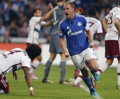 Schalke's Benedikt Horwedes celebrates after scoring during the German first division Bundesliga soccer match between Schalke 04 and Bayern Munich in Gelsenkirchen, Germany, Saturday, Aug. 30, 2014. (AP Photo/Frank Augstein)