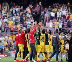 Atletico players lift Atletico's coach Diego Simeone from Argentina after a Spanish La Liga soccer match between FC Barcelona and Atletico Madrid at the Camp Nou stadium in Barcelona, Spain, Saturday, May 17, 2014. (AP Photo/Emilio Morenatti)