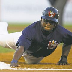 Winnipeg baserunner Mike Coles survives a pickoff attempt by RedHawks pitcher Paul Burnside Friday night at Shaw Park.