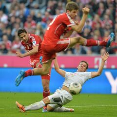Bayern's Claudio Pizarro of Peru, left, scores during the German first division Bundesliga soccer match between FC Bayern Munich and SC Freiburg in Munich, Germany, on Saturday, Feb. 15, 2014. (AP Photo/Kerstin Joensson)