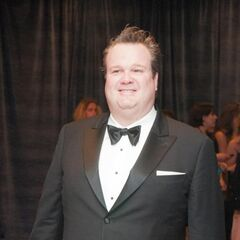 Eric Stonestreet and his colleagues were trapped in an elevator