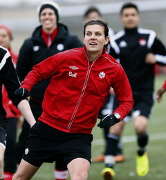 Acknowledged by many as the best female soccer player in the world, Canada's Christine Sinclair spurns the spotlight.
