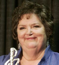 Rita MacNeil holds her ECMA lifetime achievement award on Feb. 20, 2005 in Sydney, N.S. THE CANADIAN PRESS/Jacques Boissinot