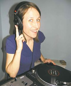 DJ Mama Cutsworth