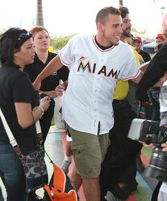 Miami Marlins pitcher Jose Fernandez walks between Marlins fans at the baseball team's Winter Warm-Up on Saturday, Feb. 15, 2014, in Miami. (AP Photo/El Nuevo Herald, David Santiago) MAGS OUT