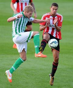 Sunderland's Jack Rodwell, right, and Real Betis Damien Perquis in action during the pre-season friendly at Heritage Park, Bishop Auckland, England, Thursday Aug. 7, 2014. (AP Photo / Owen Humphreys, PA) UNITED KINGDOM OUT - NO SALES - NO ARCHIVES
