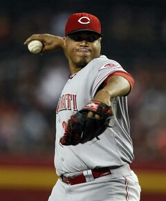 Cincinnati Reds starting pitcher Alfredo Simon throws in the first inning during a baseball game against the Arizona Diamondbacks, Sunday, June 1, 2014, in Phoenix. (AP Photo/Rick Scuteri)