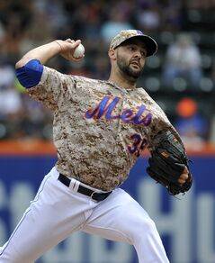 New York Mets starting pitcher Dillon Gee (35) throws against the San Francisco Giants in the first inning of a baseball game at Citi Field on Monday, Aug. 4, 2014, in New York. (AP Photo/Kathy Kmonicek)
