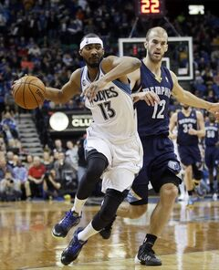 5Minnesota Timberwolves' Corey Brewer, left, drives in front of Memphis Grizzlies' Nick Calathes in the first quarter of an NBA basketball game on Friday, Jan. 31, 2014, in Minneapolis. (AP Photo/Jim Mone)