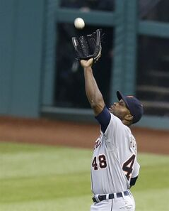 Detroit Tigers' Torii Hunter reaches for a fly ball hit by Cleveland Indians' Mike Aviles in the fourth inning of a baseball game, Monday, May 19, 2014, in Cleveland. Aviles was out. (AP Photo/Tony Dejak)