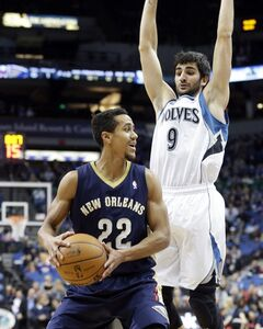 New Orleans Pelicans' Brian Roberts, left, looks to pass as Minnesota Timberwolves' Ricky Rubio of Spain hovers over him in the first quarter of an NBA basketball game, Wednesday, Jan. 29, 2014, in Minneapolis. (AP Photo/Jim Mone)