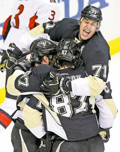 Pittsburgh's Evgeni Malkin (71) celebrates a goal with Chris Kunitz (left) and Sidney Crosby during the first period.