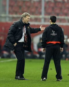 Manchester United's coach David Moyes, left, complains to the fourth official Allesandro Giallatini of Italy after a Champions League, round of 16, first leg soccer match against Olympiakos at Georgios Karaiskakis stadium, in Piraeus port, near Athens, on Tuesday, Feb. 25, 2014. Olympiakos won 2-0. (AP Photo/Thanassis Stavrakis)