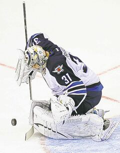Jets� Ondrej Pavelec needs to improve.