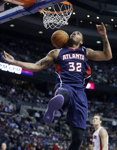 Atlanta Hawks forward Mike Scott (32) dunks against the Detroit Pistons during the first half of an NBA basketball game, Friday, Feb. 21, 2014, in Auburn Hills, Mich. (AP Photo/Duane Burleson)