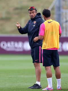 Barcelona manager Luis Enrique Martinez talks to a player during a pre-season training session, at St George's Park, Burton-Upon-Trent, England, Friday Aug. 1, 2014. (AP Photo/PA, Simon Cooper) UNITED KINGDOM OUT NO SALES NO ARCHIVE