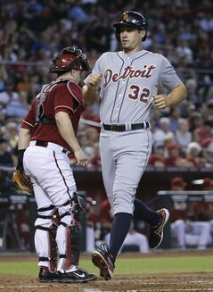 Detroit Tigers' Don Kelly (32) scores on a two-RBI double by teammate Alex Avila as Arizona Diamondbacks catcher Miguel Montero waits for the throw during the second inning of a baseball game, Wednesday, July 23, 2014, in Phoenix. (AP Photo/Matt York)
