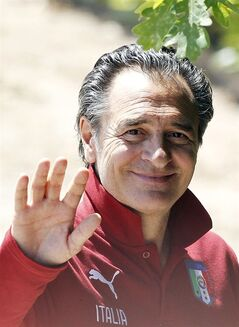 Italy coach Cesare Prandelli waves to journalists during a training session in Coverciano training complex, in Florence, Italy, Wednesday, May 21, 2014. The Azzurri will train for three days this week then resume full-time preparation next Monday. In Brazil, Italy is in Group D with England, Uruguay and Costa Rica. (AP Photo/Fabrizio Giovannozzi)