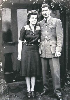 Rose with her future husband Arnold Lindsay in England in 1944.