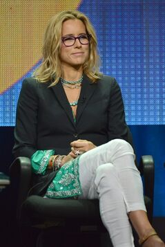 Tea Leoni participates on the