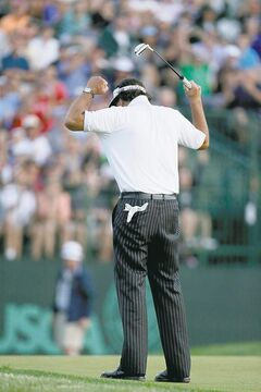 Phil Mickelson finally canned a birdie putt on the 18th green on Friday at Merion.
