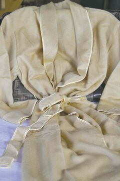 Pure silk robe is available in men's and women's sizes.