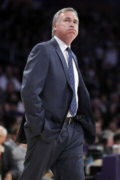 Los Angeles Lakers coach Mike D'Antoni reacts while looking at the scoreboard during the first half of the Lakers' NBA basketball game against Milwaukee Bucks on Tuesday, Dec. 31, 2013, in Los Angeles. (AP Photo/Alex Gallardo)