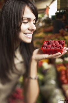 Health experts suggest that it is a good idea to wash fresh raspberries before consuming them.