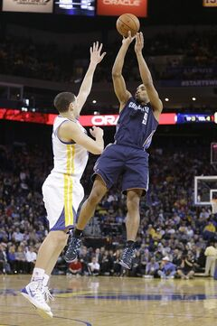 Charlotte Bobcats' Gerald Henderson (9) scores a 3-point shot over Golden State Warriors' Klay Thompson during the first half of an NBA basketball game in Oakland, Calif., Tuesday, Feb. 4, 2014. (AP Photo/Tony Avelar)