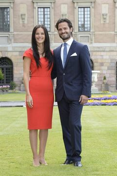 Swedish Prince Carl Philip, right, and Sofia Hellqvist, left, when they announced their engagement at a press conference at The Stockholm Palace, in Stockholm, Friday, June 27, 2014. (AP Photo / Jonas Ekstromer) SWEDEN OUT